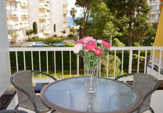 Apartamento en Lloret de Mar - VIVALIDAYS SOLFANALS