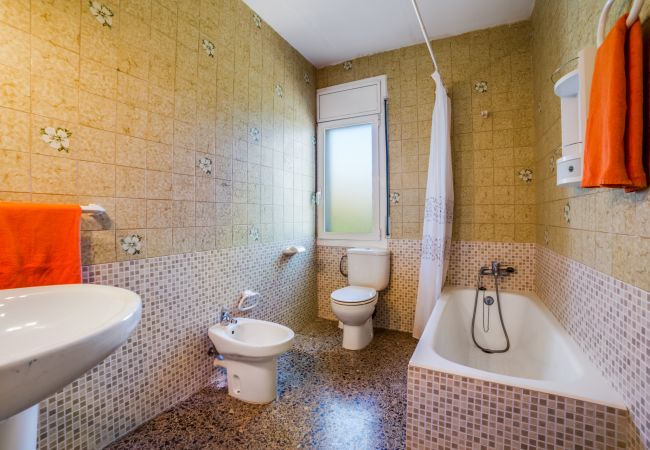Villa en Palafolls - VIVALIDAYS VILLA GENIS
