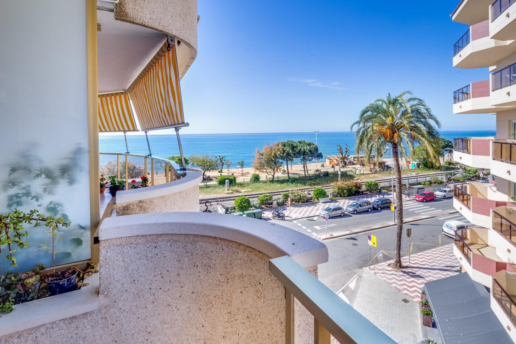 Apartamentos en pineda de mar vivalidays marina - Apartamentos en costa brava ...