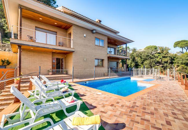 Villa en Palafolls - VIVALIDAYS VILLA IMMA BARCELONA