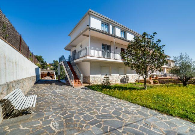 Villa in Palafolls - VIVALIDAYS VILLA GENIS