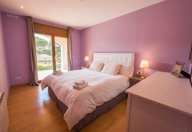 Villa in Tordera - VIVALIDAYS VILLA KIROS