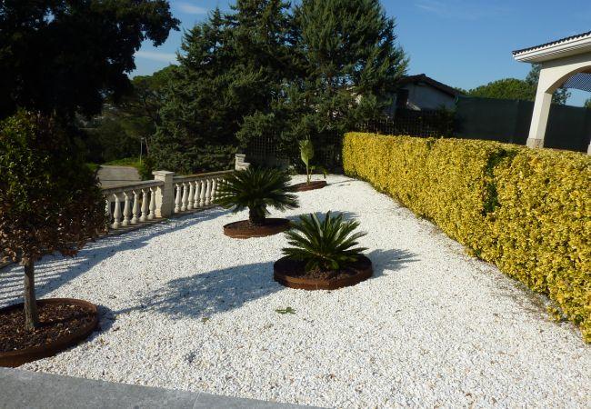 Villa a Tordera - VIVALIDAYS VILLA KIROS